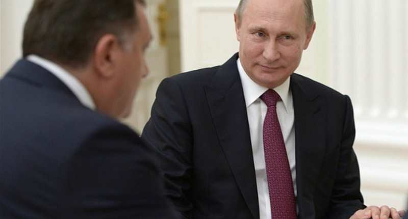 Putin Meets Dodik On Eve of Bosnia Referendum